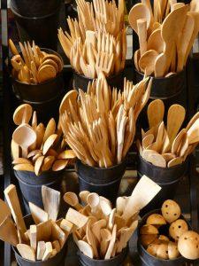 餐廳改用木餐具,最終能減少860多噸塑膠製品。